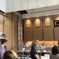 Foto tirada no(a) Blue Bottle Coffee por Scott W. em 7/24/2018