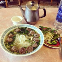 Photo taken at Pho 777 Vietnamese Restaurant by Jon P. on 11/9/2014