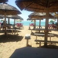 รูปภาพถ่ายที่ Praia de Guaxuma โดย Lucas B. เมื่อ 12/26/2012