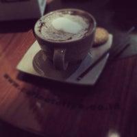 Foto diambil di Coffee Toffee oleh Mickhel A. pada 1/12/2013