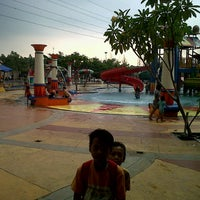 Photo taken at Splash Waterpark Cibubur Country by Mohammad F. on 8/10/2013