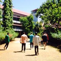 Photo taken at Universitas Hasanuddin by Qeiroo R. on 9/2/2016