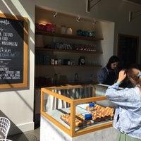 Das Foto wurde bei General Porpoise Coffee & Doughnuts von Chris N. am 9/2/2018 aufgenommen