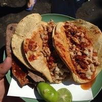 Foto tomada en Tacos La Morena por Ernesto T. el 3/15/2014