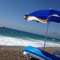 Foto tirada no(a) Konyaaltı Plajı por Berna E. em 5/26/2013