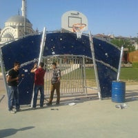 Das Foto wurde bei Aliya İzzet Begoviç Parkı von Emrullah C. am 5/2/2013 aufgenommen