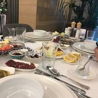 5/27/2018 tarihinde Vildan B.ziyaretçi tarafından Seraf Restaurant'de çekilen fotoğraf