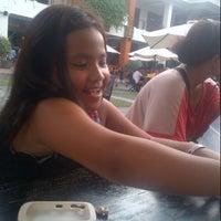 Photo taken at Pizza Hut by Ratu M. on 1/27/2013