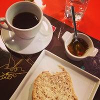 Foto tirada no(a) Amika Coffeehouse por Izakeline R. em 4/18/2013