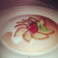 Photo taken at Moana Restaurante - Gastronomia e Arte by Izakeline R. on 10/26/2012