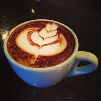 Foto tirada no(a) Amika Coffeehouse por Izakeline R. em 7/21/2013