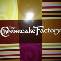 Das Foto wurde bei The Cheesecake Factory von Andrea L. am 1/14/2013 aufgenommen