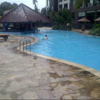 Photo taken at Swimming Pool Kristal Hotel by Tania S. on 12/26/2012