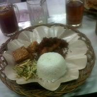 Photo taken at Ayam Penyet Suroboyo by Agung M. on 11/6/2013