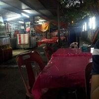 Photo taken at Nasi Pakapau Seksyen 17 PJ by ♚musz 1. on 1/17/2013