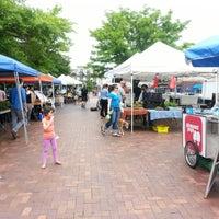 Foto tomada en Mt. Pleasant Farmer's Market por Anna J. el 5/11/2013