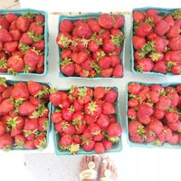 Photo taken at 14th and U Farmer's Market by Anna J. on 6/1/2013