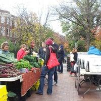 Foto tomada en Mt. Pleasant Farmer's Market por Anna J. el 11/10/2012