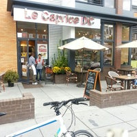 Foto tomada en Le Caprice DC Café Bakery por Anna J. el 9/28/2013