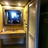 Photo taken at Metropolitan Resort Orlando by Robbie M. on 2/27/2013