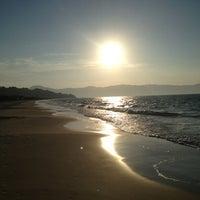 Foto tirada no(a) Praia de Jurerê Internacional por Marisa A. em 6/9/2013