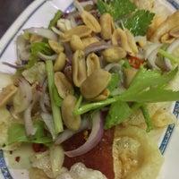 Photo taken at ข้าวต้มอนันต์ (หนวดอุดมสุข) by Khae D. on 1/14/2017