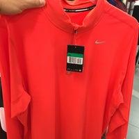 4/24/2016 tarihinde 🎭 Kamil I.ziyaretçi tarafından Nike Factory Store'de çekilen fotoğraf