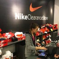 Foto diambil di Nike Factory Store oleh 🎭 Kamil I. pada 2/5/2017