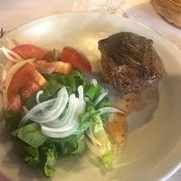 Foto scattata a Melo Restaurant da Lucie il 10/3/2017