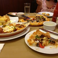 Photo taken at Pizza Hut by R'keen Renato Angelo R. on 4/7/2013