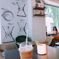 Foto scattata a Café Capitale da L il 7/30/2018