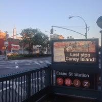 รูปภาพถ่ายที่ MTA Subway - Delancey St/Essex St (F/J/M/Z) โดย Andrew A. เมื่อ 7/16/2013