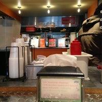 Das Foto wurde bei hummus grill von thefarahdiaries am 2/6/2013 aufgenommen