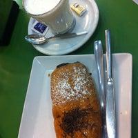 Photo taken at Cafetería Pastelería El Buñuelo by Marian B. on 10/19/2013