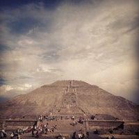 Foto tomada en Zona Arqueológica de Teotihuacán por Alexander R. el 1/5/2013
