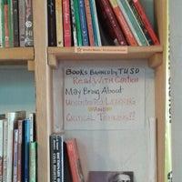 Foto tomada en Revolutionary Grounds Coffee & Bookstore por David Smaller @. el 3/13/2014