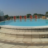 Photo taken at arena hotel sirmione @pool by Louis® on 8/22/2013