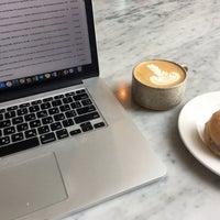 6/29/2018 tarihinde Lena C.ziyaretçi tarafından General Porpoise Coffee & Doughnuts'de çekilen fotoğraf