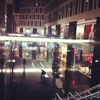 10/25/2013 tarihinde Solomiya-Mariya B.ziyaretçi tarafından Plac Unii City Shopping'de çekilen fotoğraf