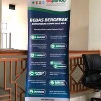 Photo prise au Samsat Depok par Rini S. le10/4/2018