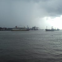 Photo taken at pelampung penyebrangan ferry prima eksekutif by Richie on 4/29/2013