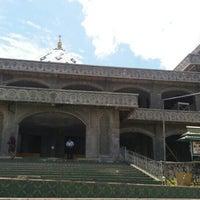 Photo taken at Masjid Agung Al-Mu'awwanah Sanggau by Richie on 3/31/2016
