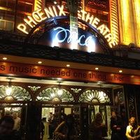 Foto tirada no(a) Phoenix Theatre por Diana S. em 4/14/2013