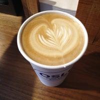 12/3/2012 tarihinde stephanieziyaretçi tarafından Oslo Coffee Roasters'de çekilen fotoğraf