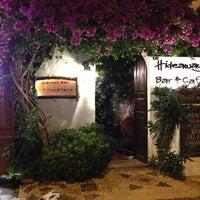 7/19/2013 tarihinde Işıl D.ziyaretçi tarafından Hideaway Bar & Cafe'de çekilen fotoğraf