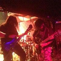 4/13/2013 tarihinde Onur K.ziyaretçi tarafından Dorock Heavy Metal Club'de çekilen fotoğraf