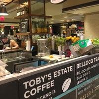 Foto tomada en The Plaza Food Hall por Nelson el 7/20/2017