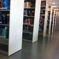 10/20/2012에 Osman Nuri D.님이 Mustafa İnan Kütüphanesi에서 찍은 사진