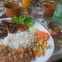 Foto tirada no(a) Restaurante Dom Luiz por Monique M. em 1/26/2013
