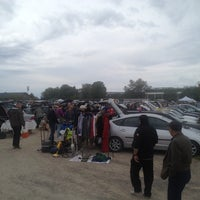 Photo taken at Drive-in Loppis Täby Galopp by Gunnar S. on 6/28/2014